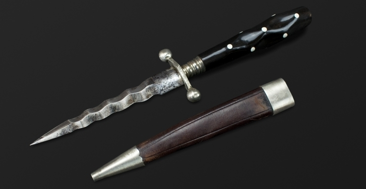 ATTRACTIVE CONTINENTAL WAVY EDGED DAGGER