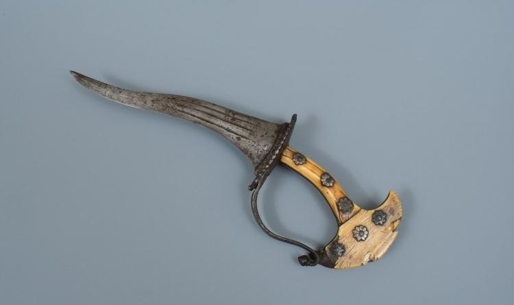 INDIAN 17TH CENTURY DAGGER